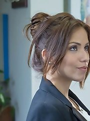 Isabella De Santos is a woman who knows what she wants, and knows exactly how to get it. When a sexy delivery man shows up at her office, she does a l